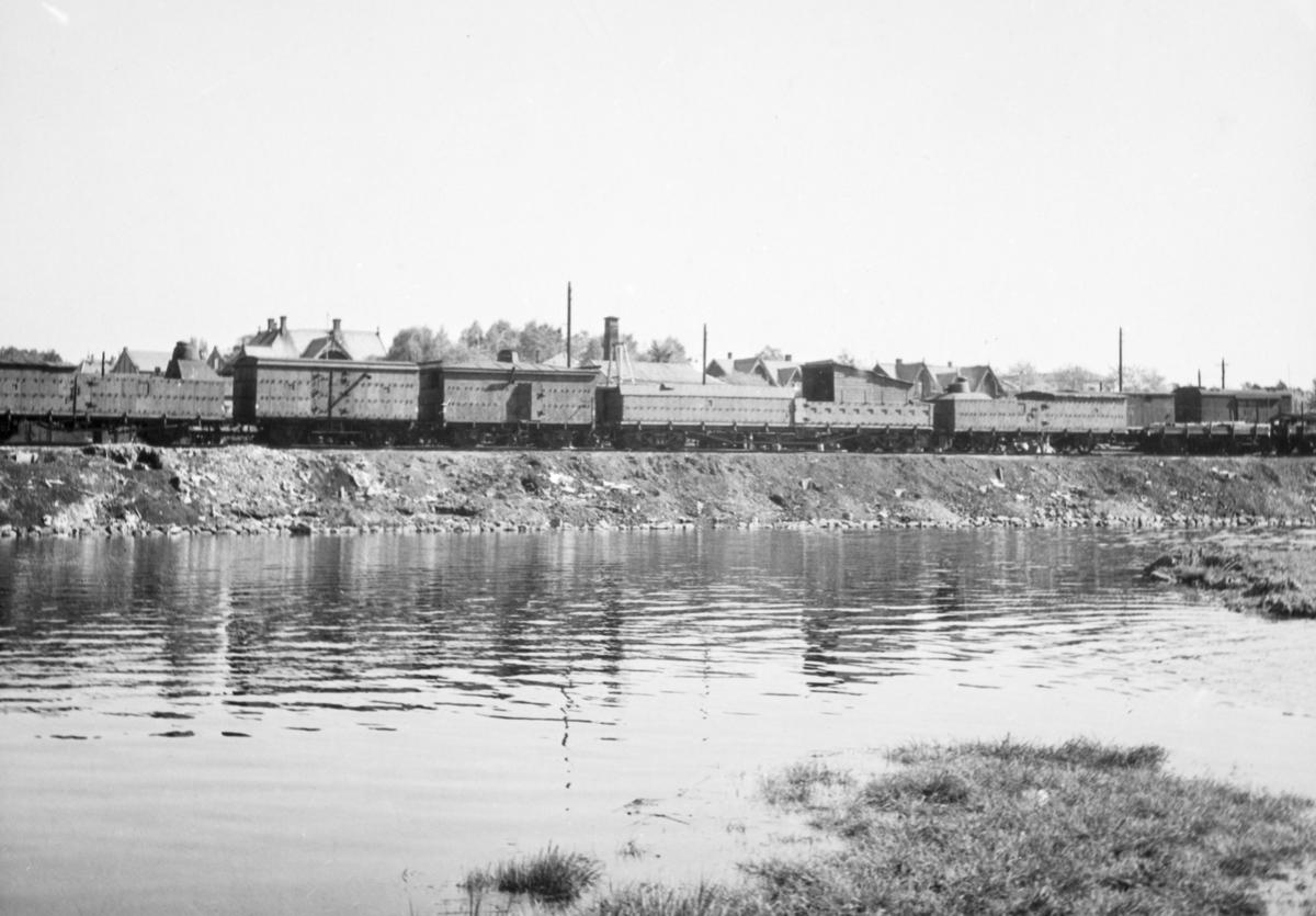 Hamar jernbanestasjon, jernbanevogner, tysk pansertog, mai 1945.