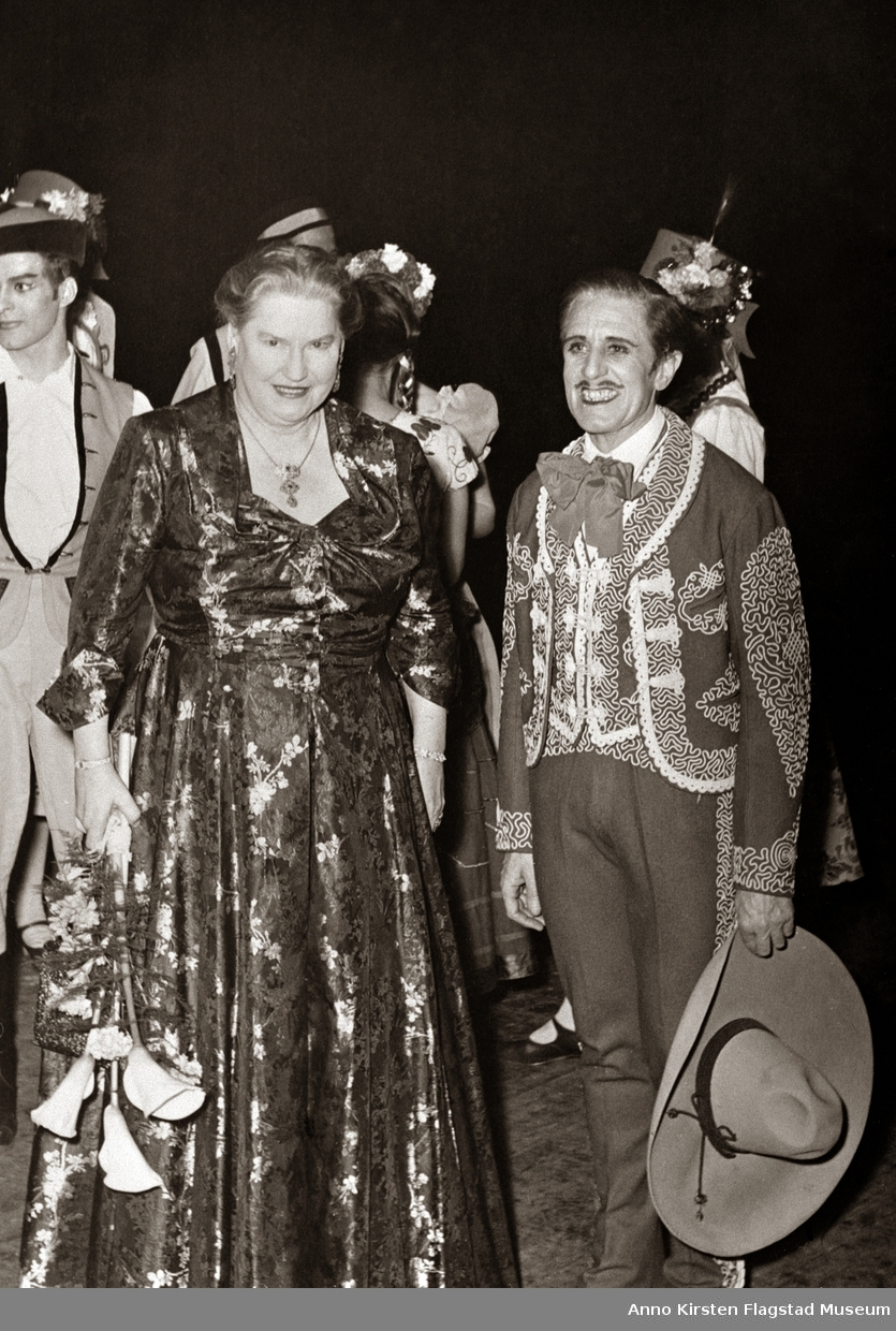 Operasjef Kirsten Flagstad sammen med operaens første ballettleder Harcount Algeranoff etter Den norske opera og ballets åpningsforestilling på Hamar 2. november 1958, en ballettforestilling.  Opera director Kirsten Flagstad with the first ballett director Harcount Algeranoff, right after the new Norwegian opera's first performnce, a ballett performance at Hamar 2 November 1958.