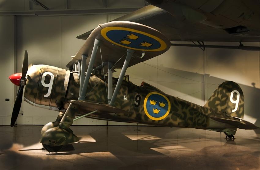 Fpl-nr: 2543 (F9-9). Jakt- och spaningsflygplan Fiat C.R. 42, J 11. Ensitsigt biplan med Fiat A 74 R 1C38 på 840hk.  Beväpning: 2 x 12.7 mm kulsprutor.