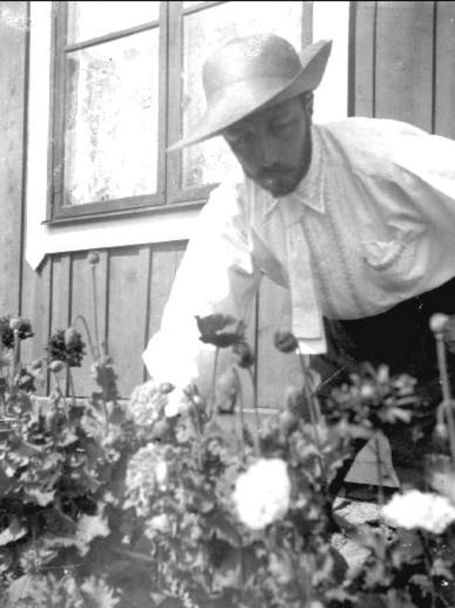 Prins Eugen (1865-1947) var prins av Sverige 1905-1947, prins av Sverige och Norge 1865-1905, hertig av Närke, stafflikonstnär och konsthantverkare. Han var son till Oscar II.