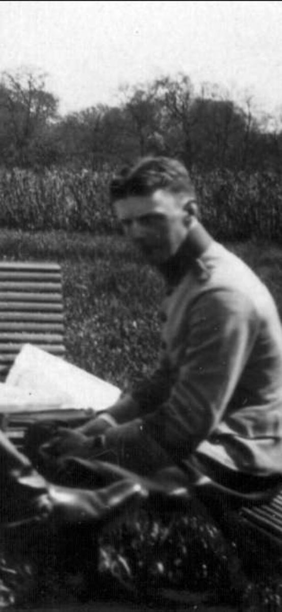 Nedanstående kavalleriofficerare avlade officersexamen på Karlberg 1923 och gick därefter ridskolan på Strömsholm 1924-25. Carl-Axel Stackelberg K 1, Sven Littorin K 3, Nils Frost K 4, Sven Axel Torén K 5, Carl Otto Smith K 6, Erik Wikland K 6.