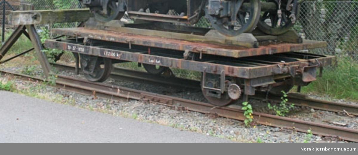 Lastetraktorhenger, NSB litra R nr. 4424, senere 30-37-1030 - henger for lastetraktor for baneavdelingen.  Inngikk i en serie på 35 slike levert fra Verkstedet Kronstad i 1960 (4395-4429, senere 30-37-1001 til 1035)