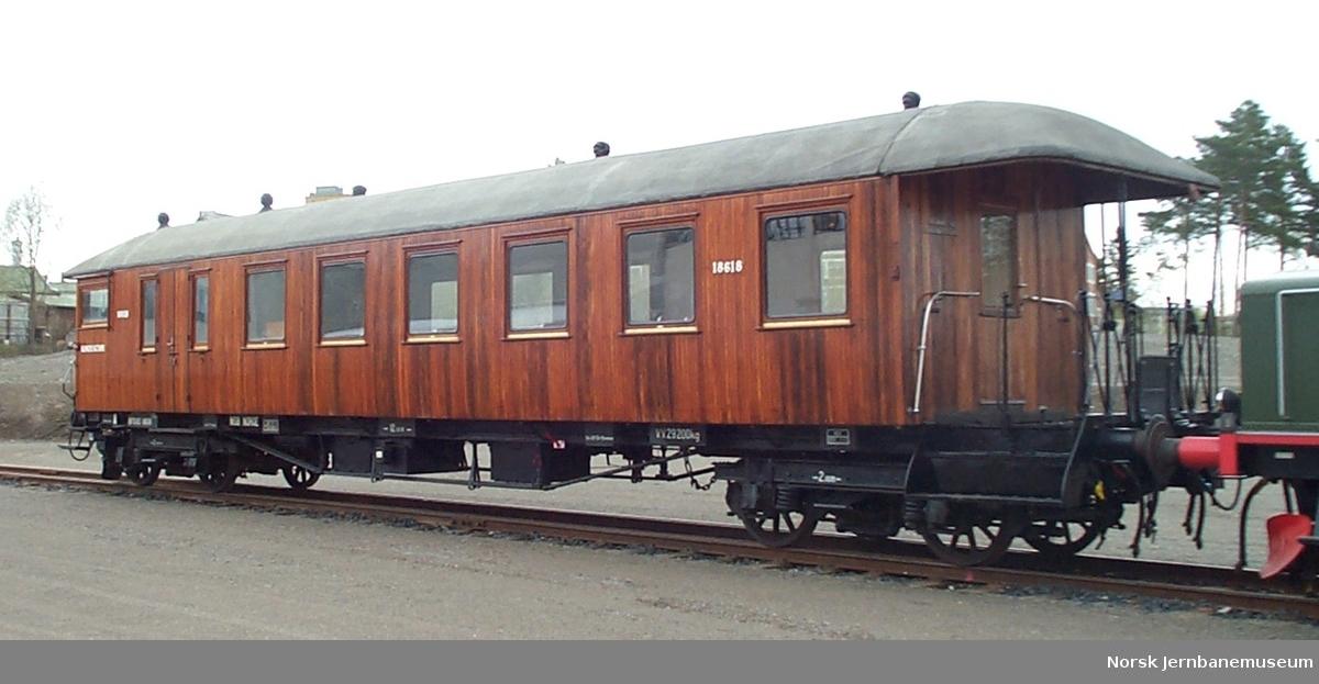 Styrevogn for elektriske motorvogntog litra BFS65 nr. 18618 med person-, reisegods og konduktøravdeling