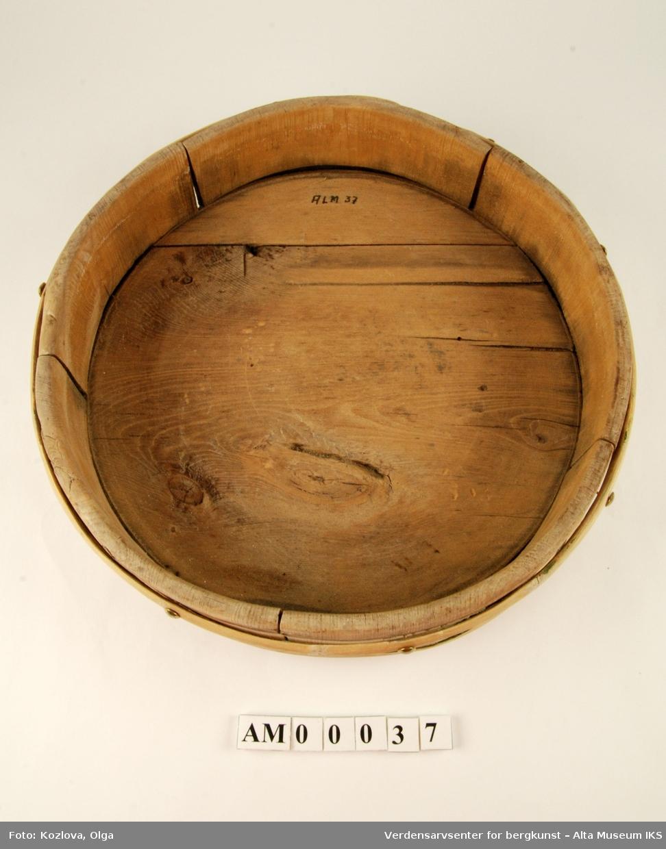Rund trebolle som ble rukt til å lage og oppbevare tjukkmelk eller rømmekolle i