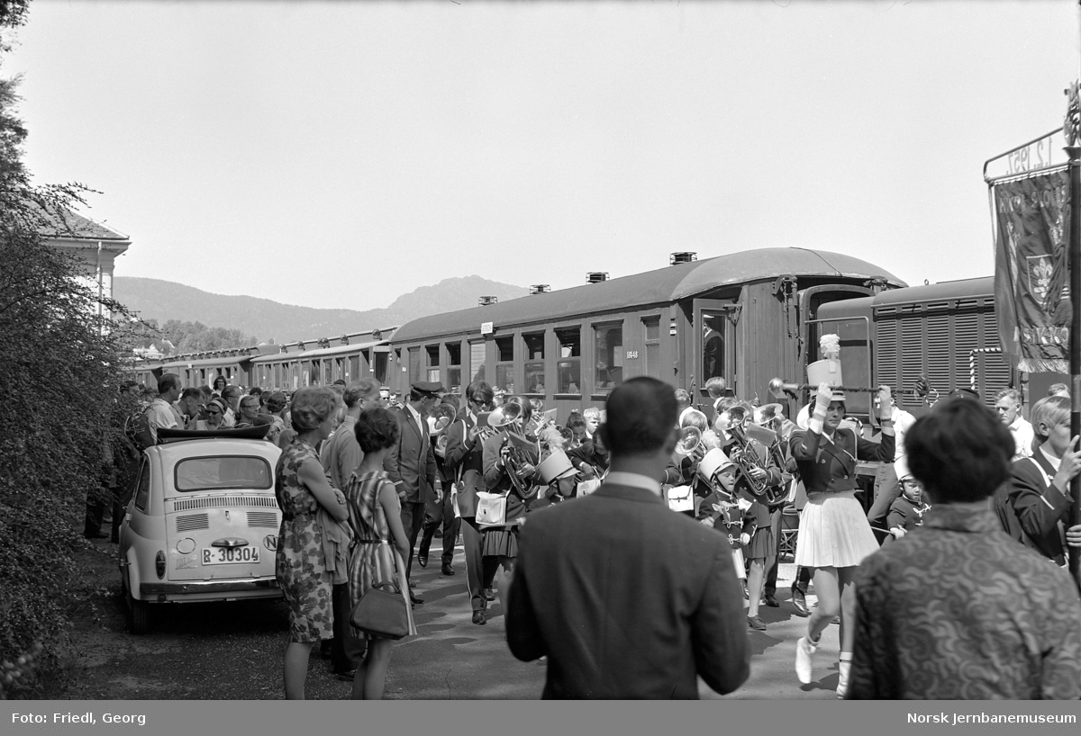 Nesttun stasjon med ekstra persontog