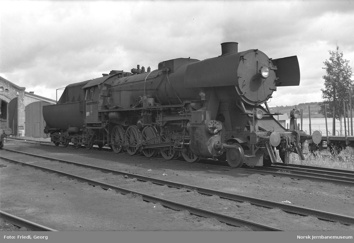 Damplokomotiv type 63a nr. 4833 på Gjøvik stasjon