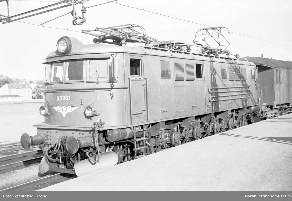 Elektrisk lokomotiv type El 8 nr. 2061 på Drammen stasjon