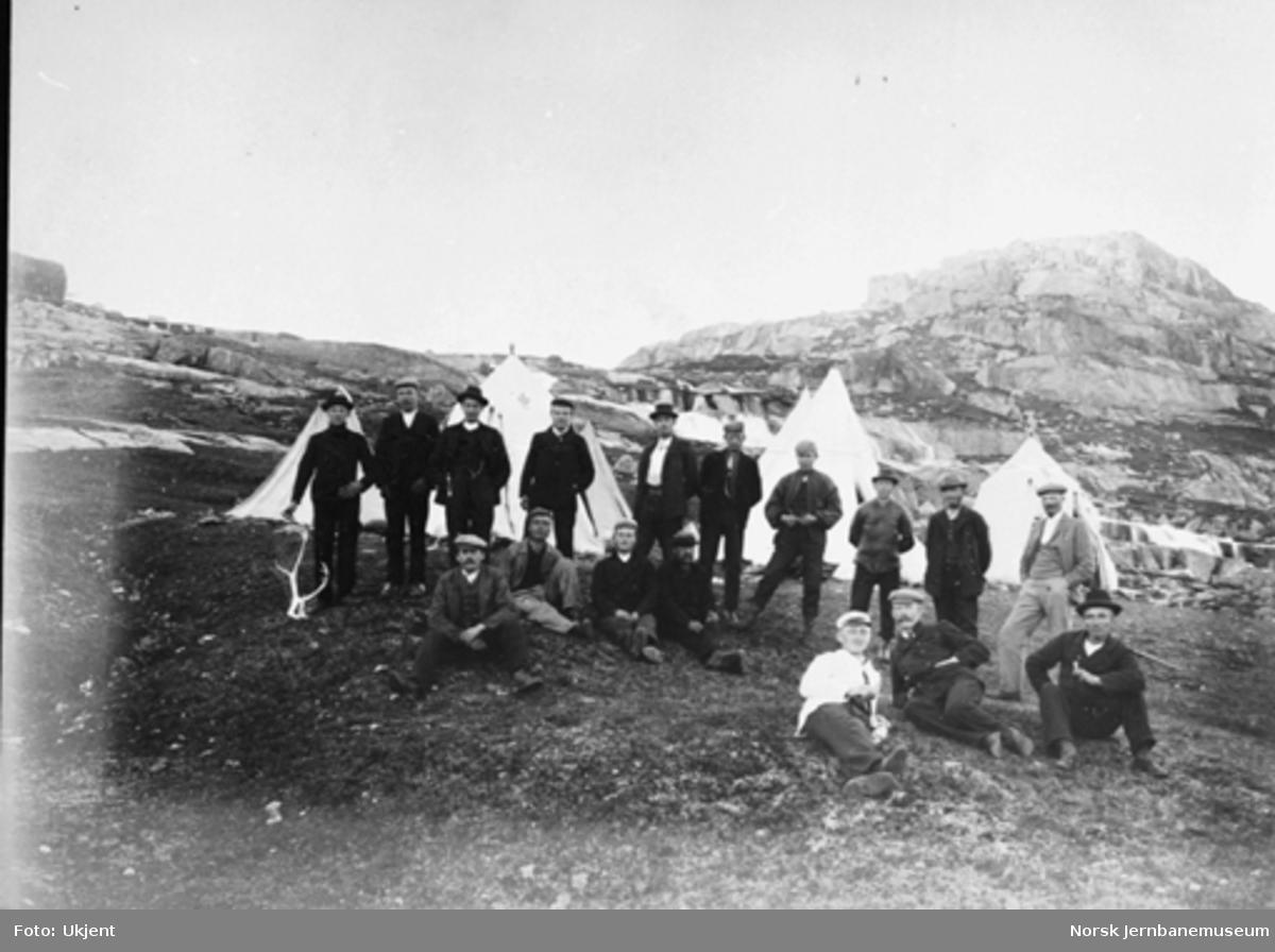 Bergensbanens anlegg; stikkingsmannskap foran teltleiren på Sandå