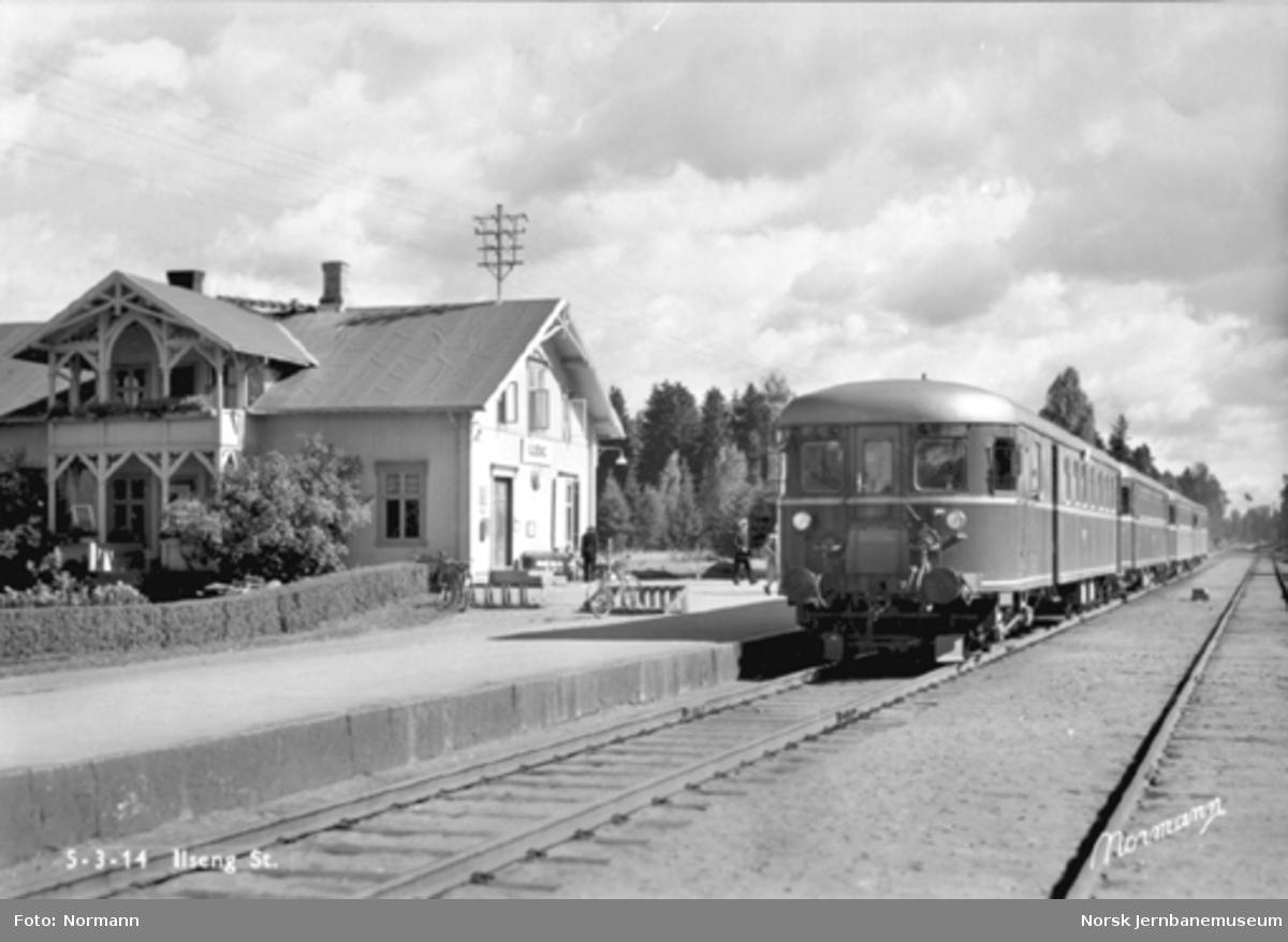 Ilseng stasjon med motorvogntog (type 86) i spor 1