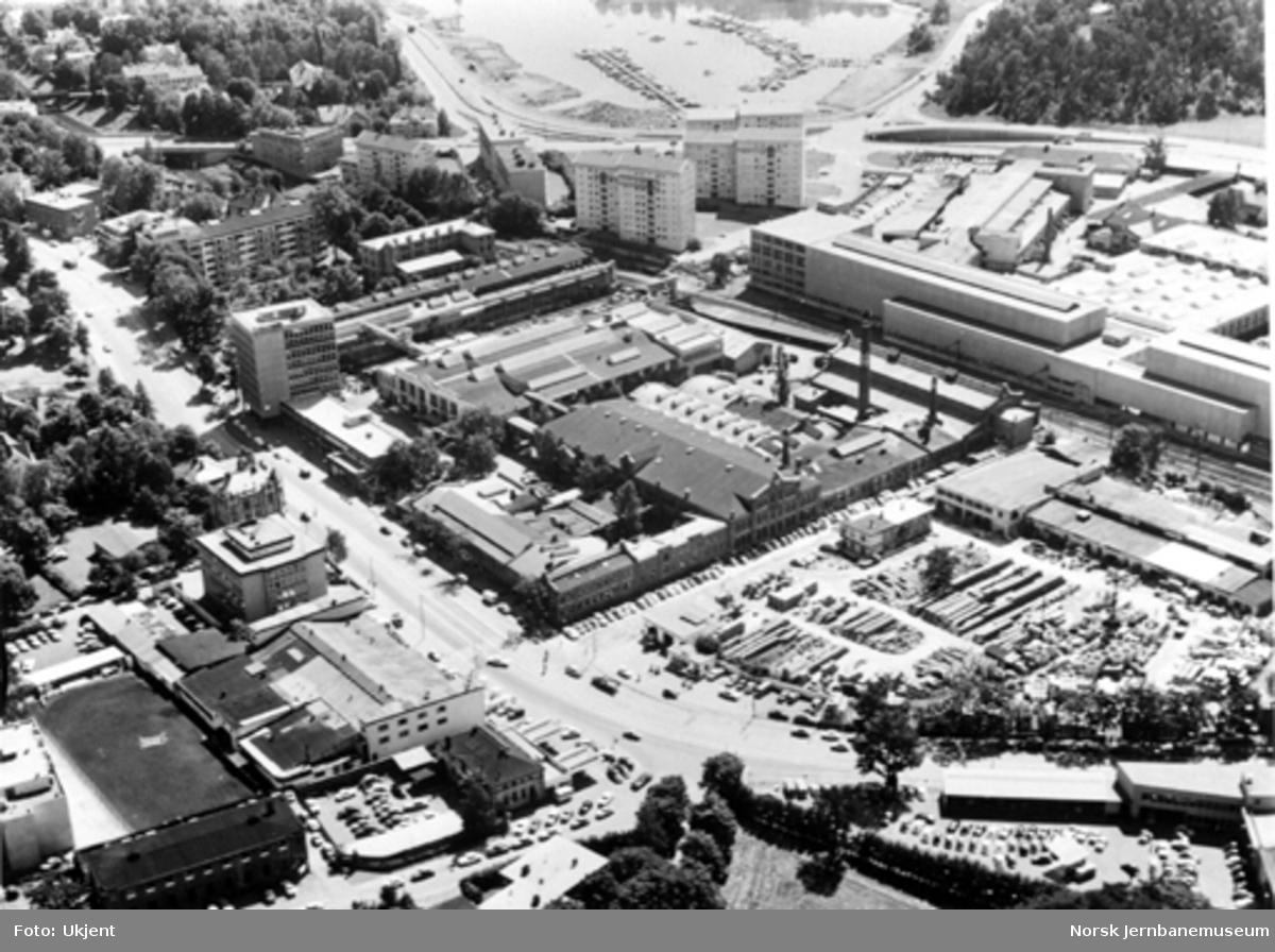 Flyfoto av Thunes mekaniske værksteds anlegg på Skøyen i Oslo