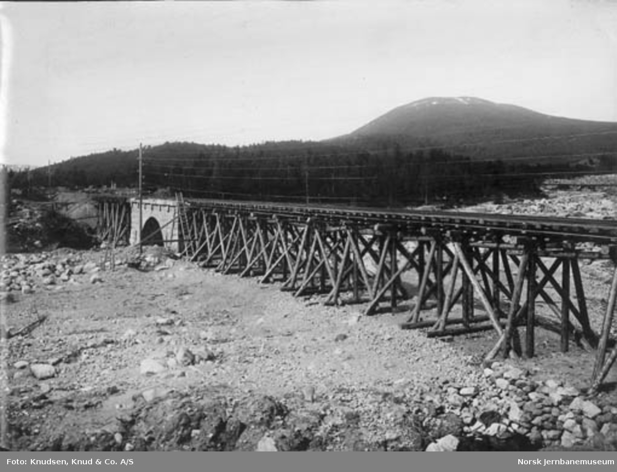 Skinnegangen ved Brusletto på Geilo flomskaden i mai 1917 da Bardøla rev med seg jernbanefyllingen