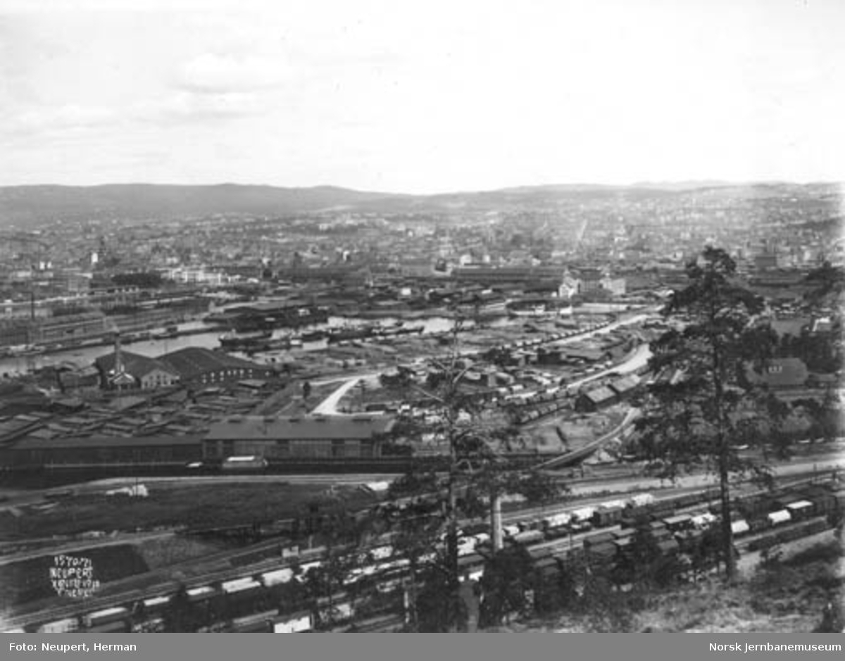 Utsikt fra Ekeberg mot Loenga, Sørenga og byen