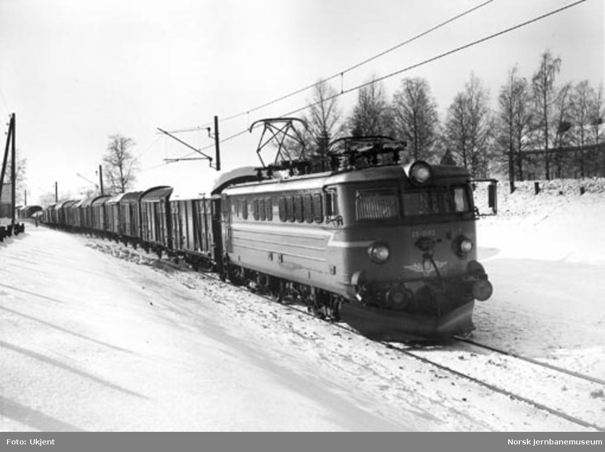 NSB elektrisk lokomotiv El 13 2163 med godstog
