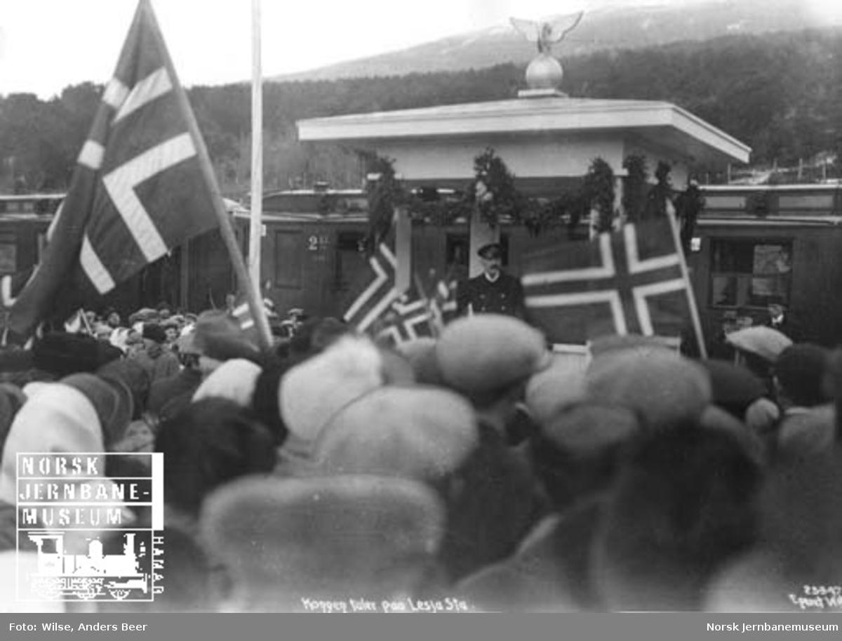 Raumabanens åpning : Kong Haakon taler på Lesja stasjon