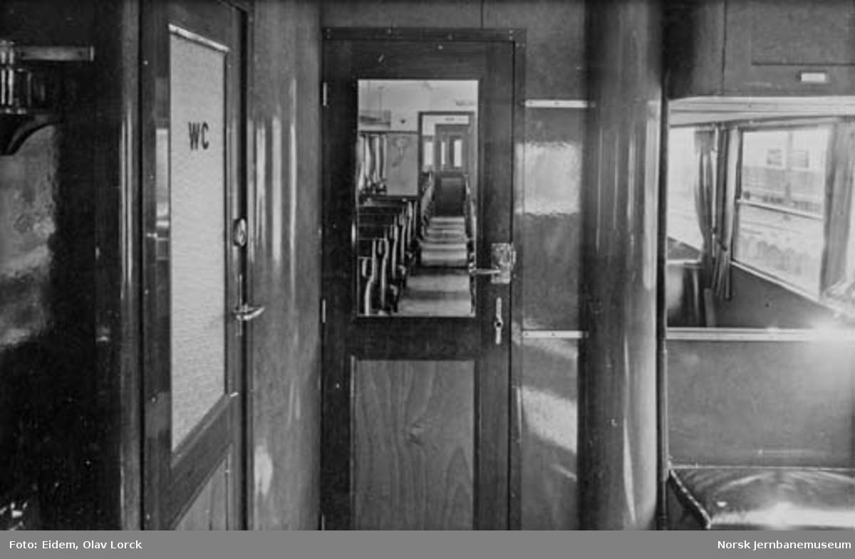 Interiørbilder fra dieselmotorvogn type 6 nr. 18254