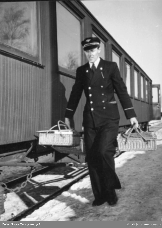 Konduktørens arbeidsdag : med jernbanen til Dokka