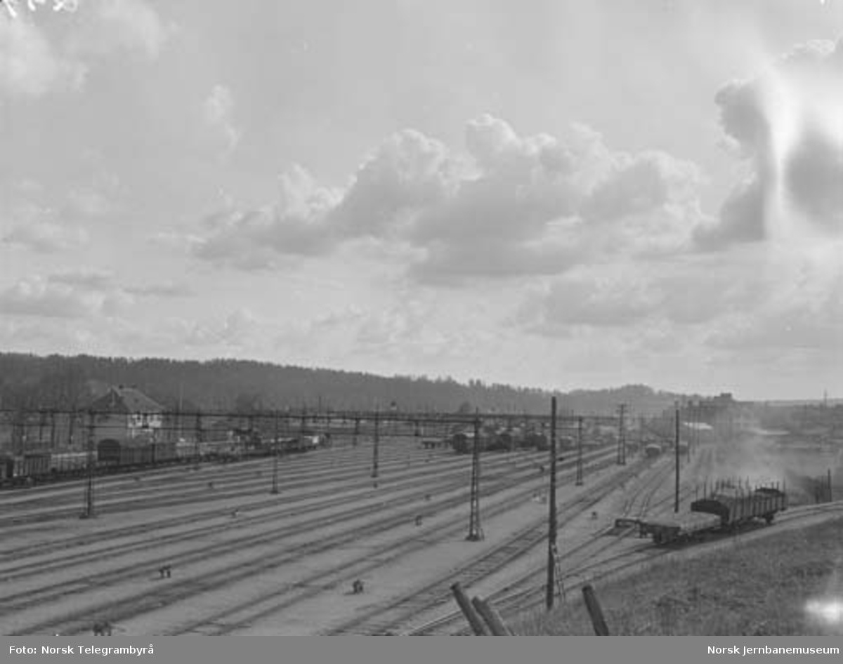 Der vognene harpes - Arbeidet i skiften : Alnabru skiftestasjon, oversiktsbilder