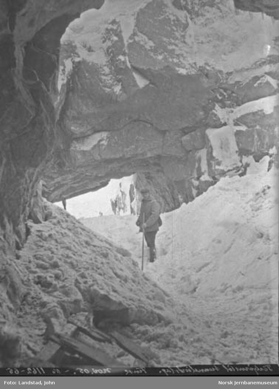 Ingeniør John Landstad ved Torbjørnstul tunnelinnslag på Bergensbanen