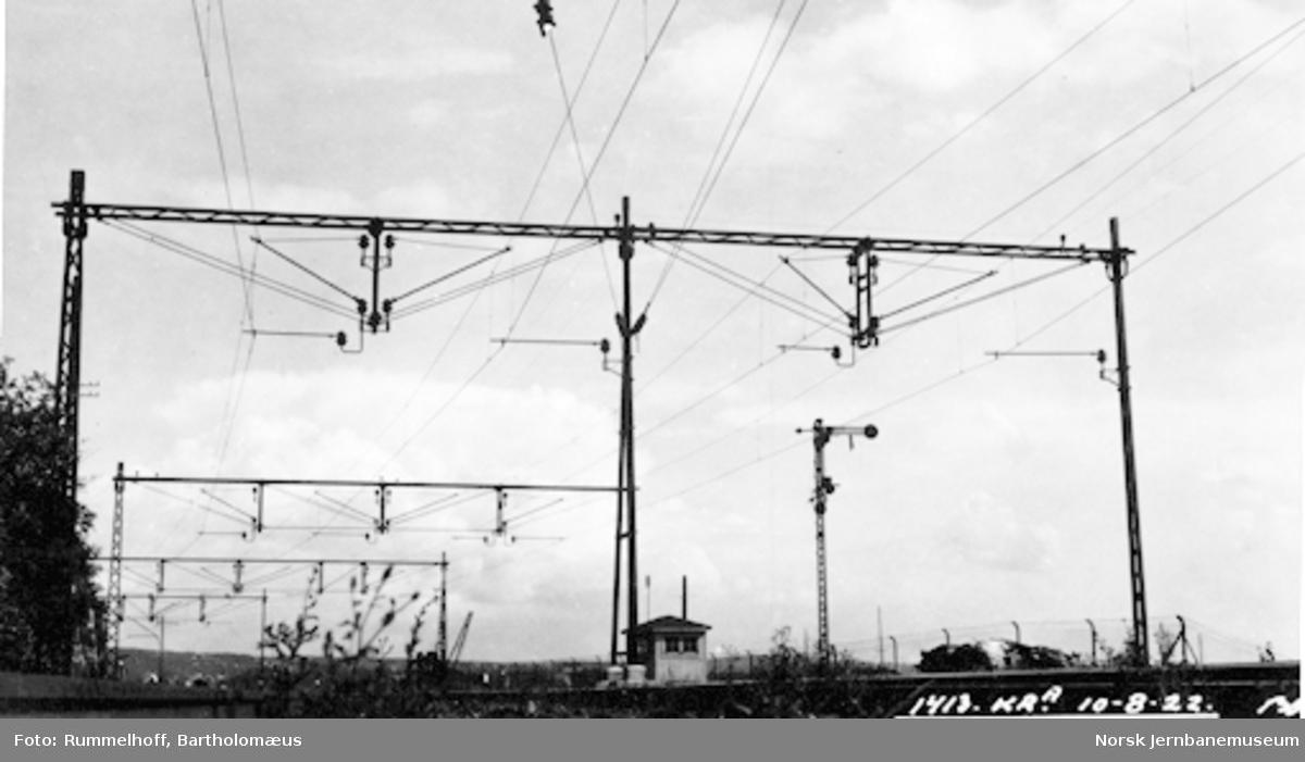 Drammenbanens elektrifisering : kontaktledningsanlegget ved Oslo V