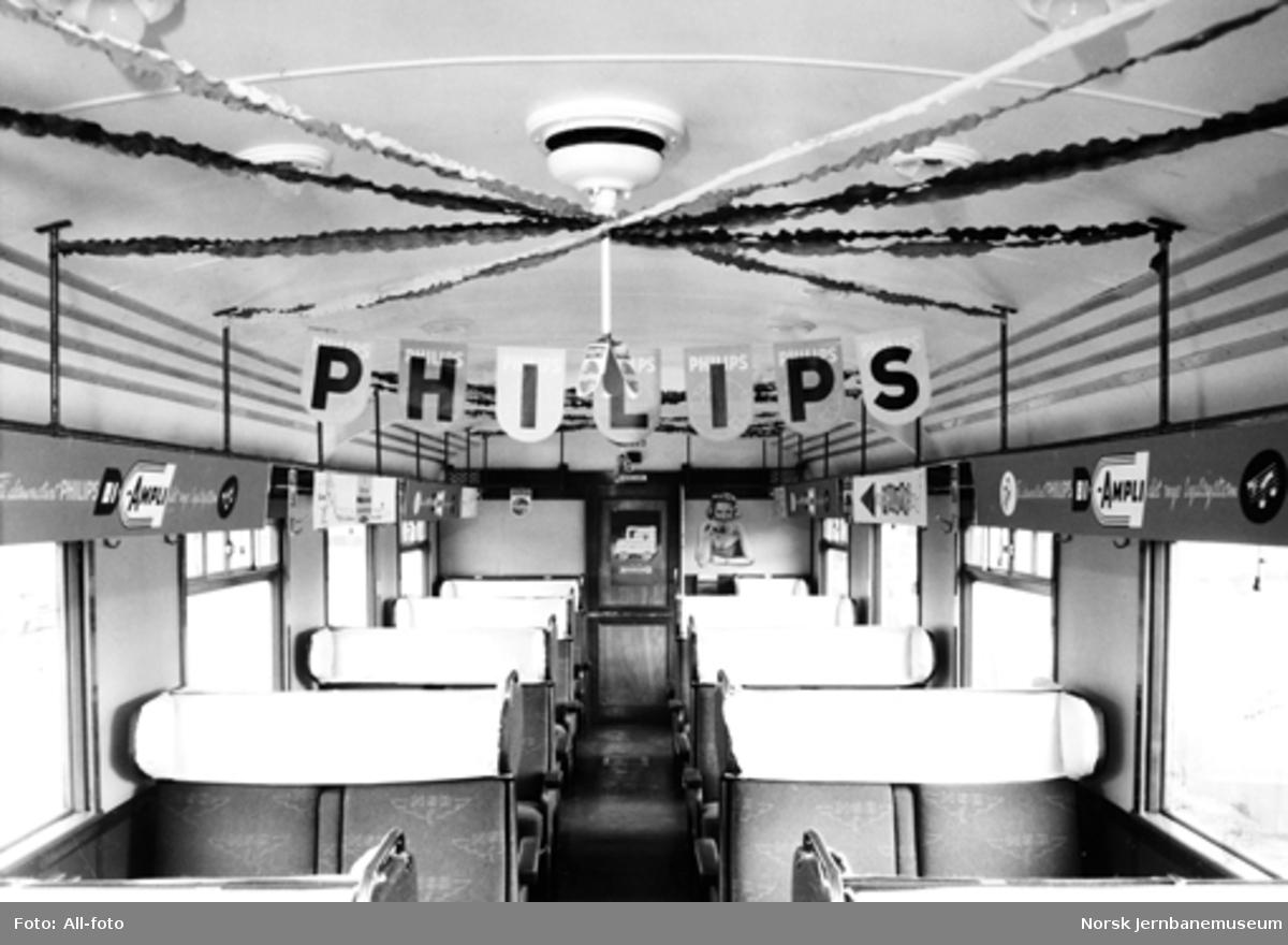 """""""Philips-ekspressen"""" til Arendal med ekspresstogsett type 66 på Oslo V"""