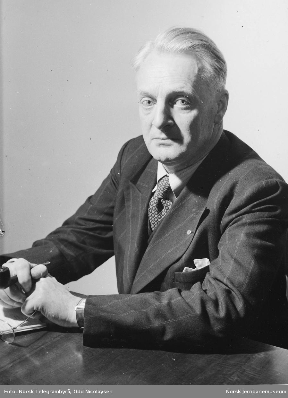 Portrett av distriktsjef Adolf Ebeltoft