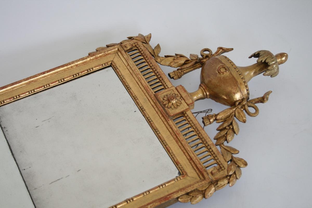 Louis XVI, todelt glass, gull-forgylt ramme m/urne, girlander.