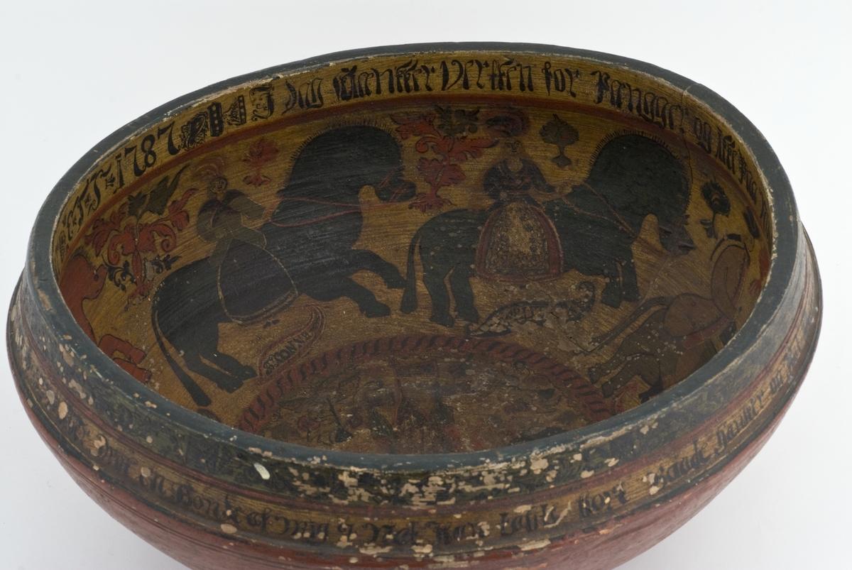 Stor, malt ølbolle med rød- og guloker bunnfarge og malt brudefølge til hest langs korpus innvendig. Brudefølget består av 6 figurer/figurgrupper med merking under: (1) «brudgommen», (2) «brudgomsmand», (3) «kiøgemester», (4) «bkonne», (5) bruden (?),  (6) «brudesvend og brudkone». Små ranker mellom figurene. Sirkulært sentralfelt i bunnen med manns- og kvinnefigur mellom bygning med spir og faner. Utvendig kun enkel ranke langs munningsranden. Innskriftsbånd langs munningsranden både innvendig og utvendig.