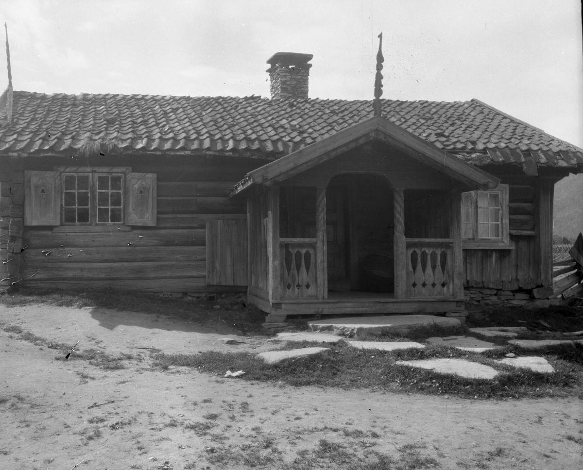 Serie bilder av Gulsvikstua på gården Gulsvik, Flå, Hallingdal.
