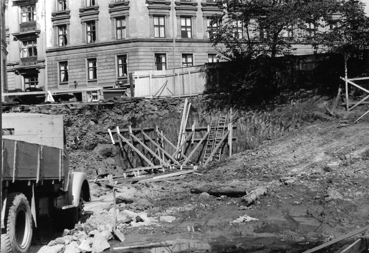 Konstruksjon av garasje og lager ved Tiedemanns Tobaksfabrik i Stensberggate i 1954.
