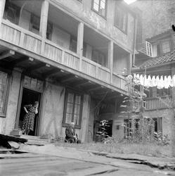 Vaterland, Oslo, 10.09.1954. Gårdsrom med boliger, bindingsv