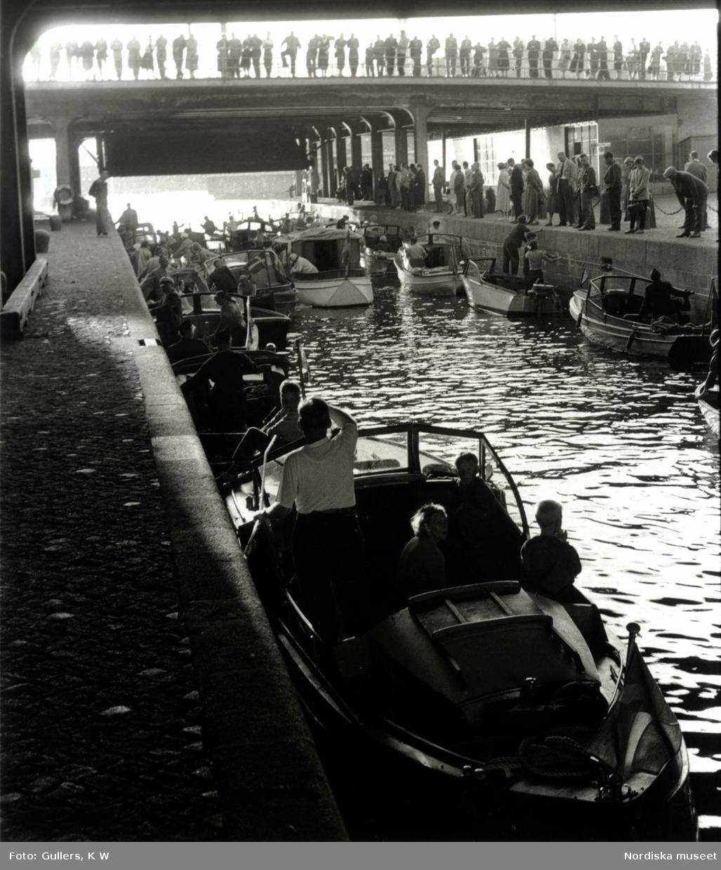 Båtar vid Karl Johan-slussen, Stockholm.
