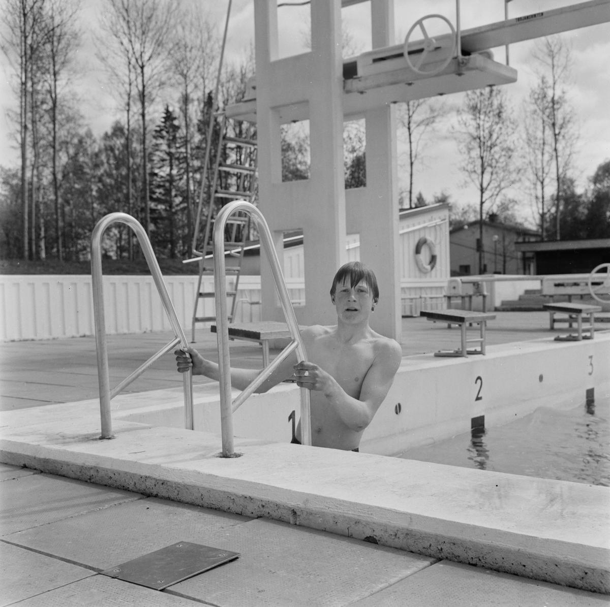Premiärdopp i Aspenbadet, Tierp, Uppland, maj 1968