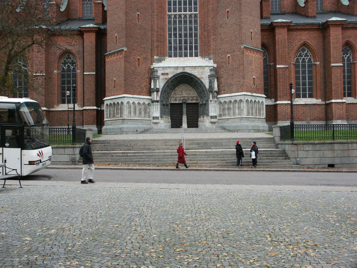 Uppsala domkyrka, vy från Riddartorget i söder.