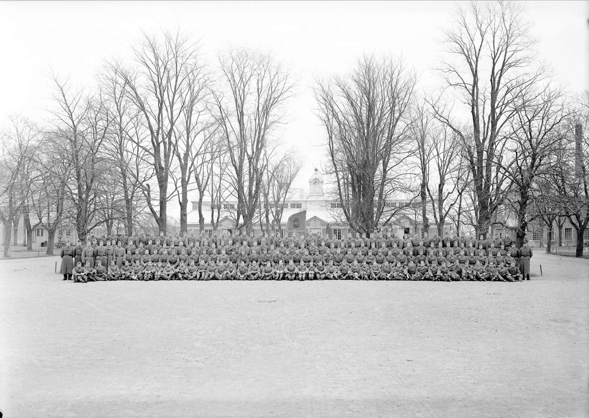 Grupporträtt - Upplands Regemente, I8, Polacksbacken, stadsdelen Kronåsen, Uppsala oktober 1943