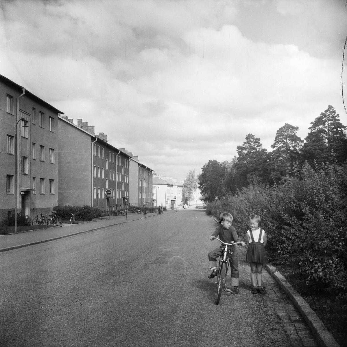 Barn på Norbyvägen i Sommarro, Eriksberg, Uppsala