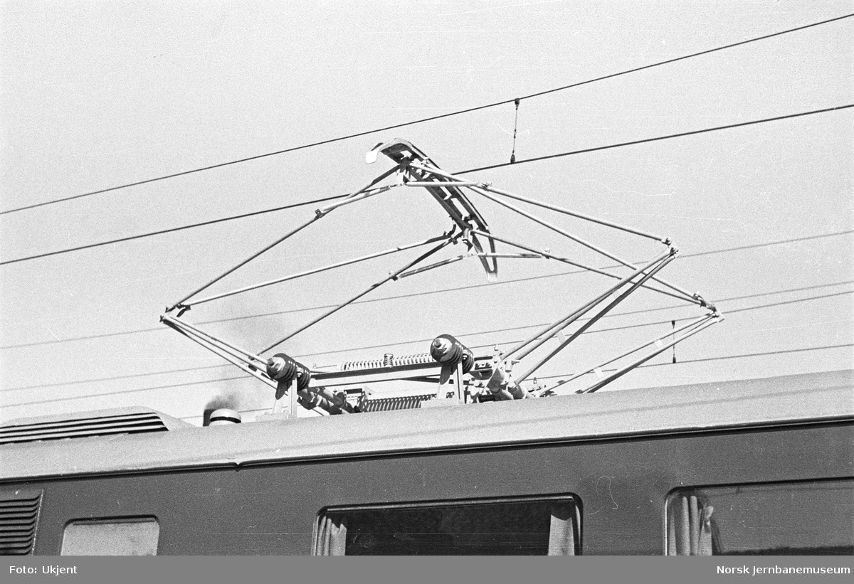 Prøvekjøring av elektrisk motorvogn type 65a (105a) : strømavtaker