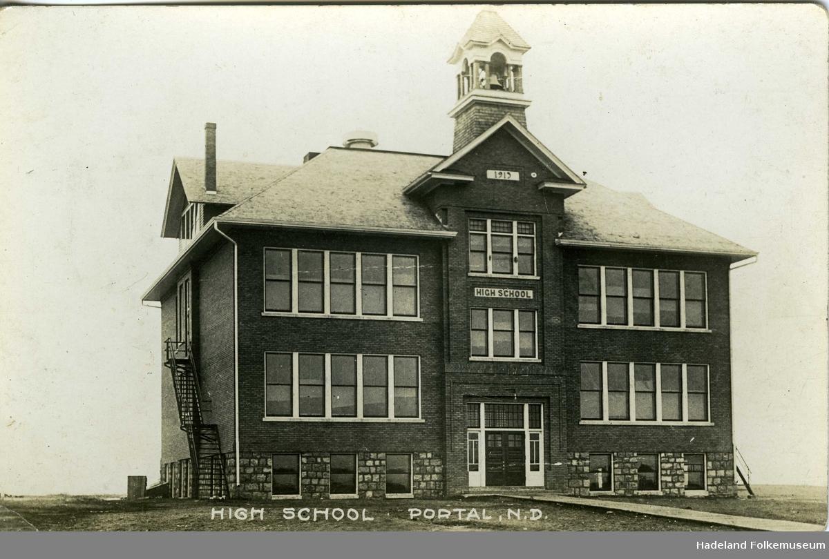 High School i Portal, skolebygning