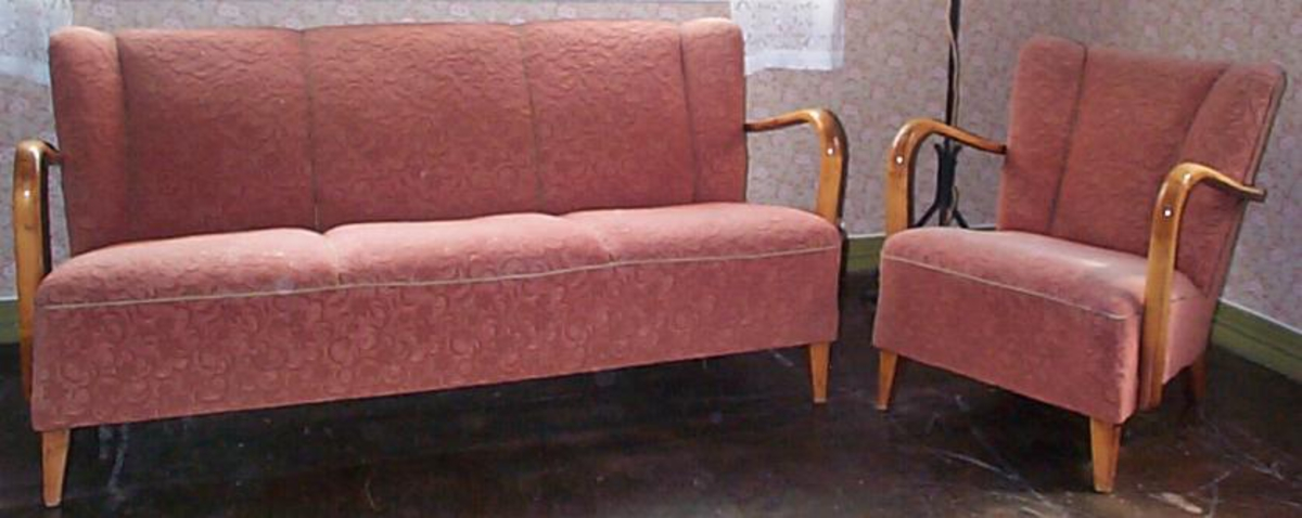 Sofa m/tilhøyrande bord