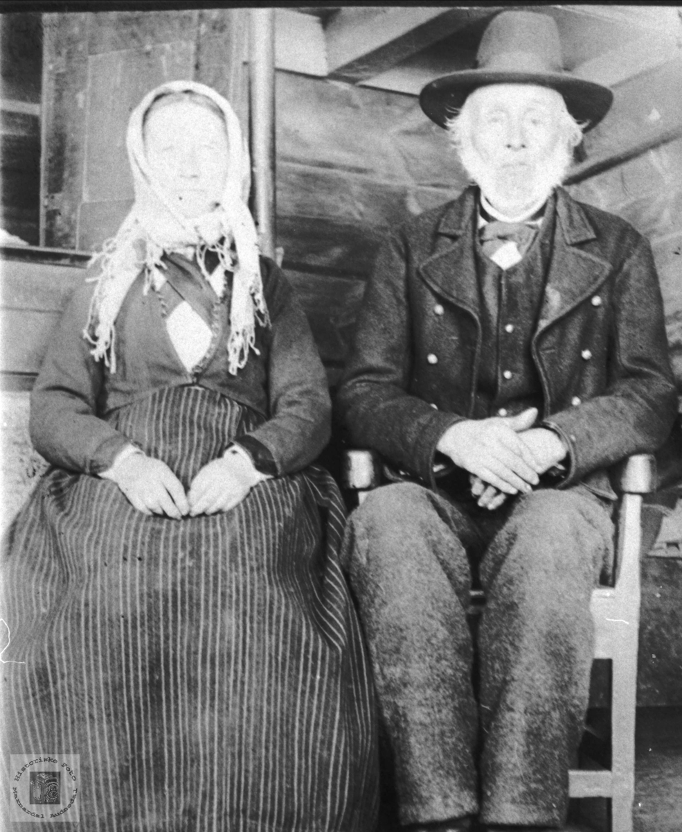 Portrett av gamalt par, Randi og Jens Haugland, Bjelland.
