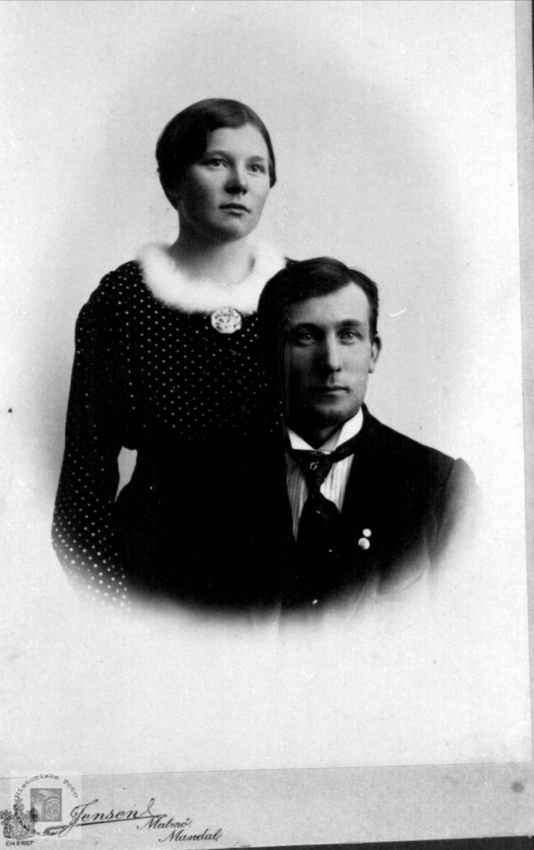 Portrett av brudeparet Sofie og Lars Bjerland, Ågset, Laudal.