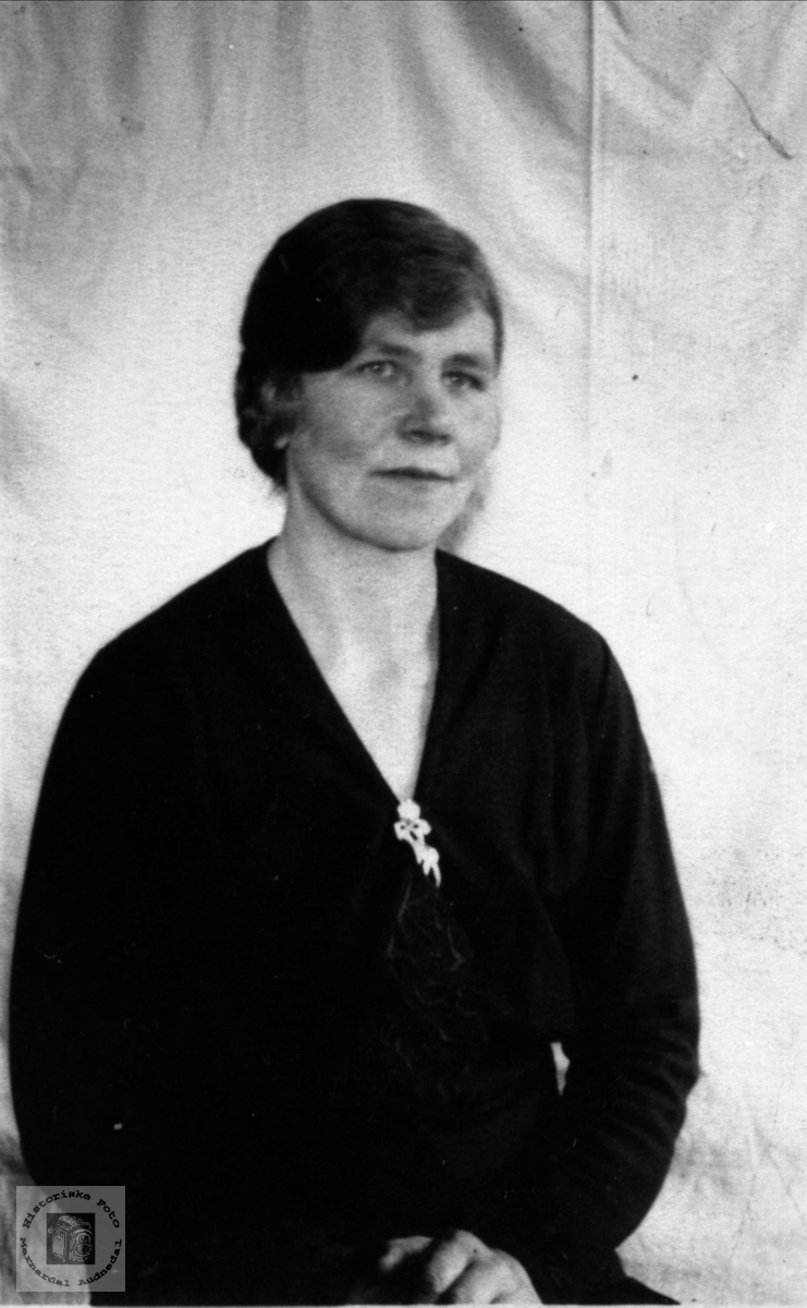 Portrett av kvinne. Olevine Sveinall, Laudal.