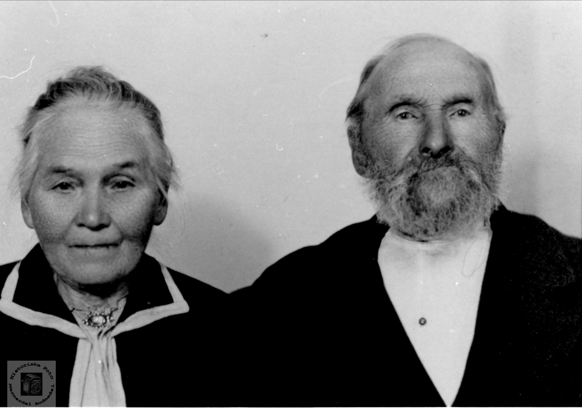 Portrett av ekteparet Gunhild og Harkjell Morstøl, Øyslebø.
