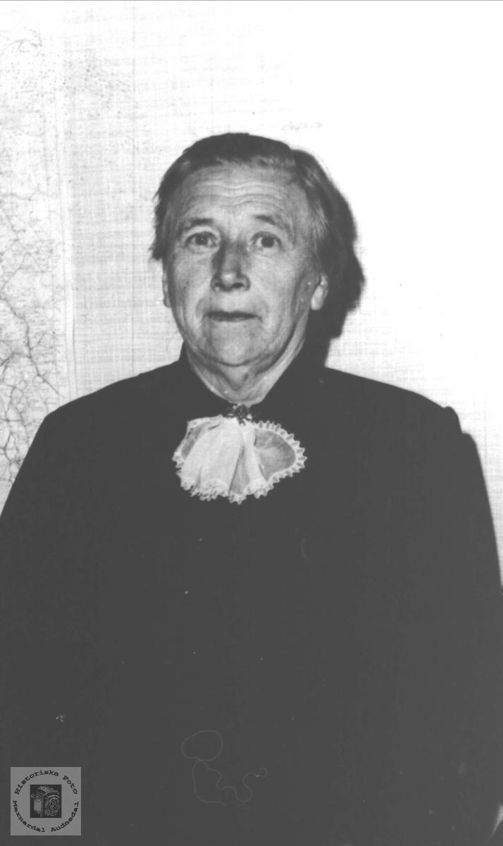 Portrett av Inga Aasen, Øyslebø nå Søgne.