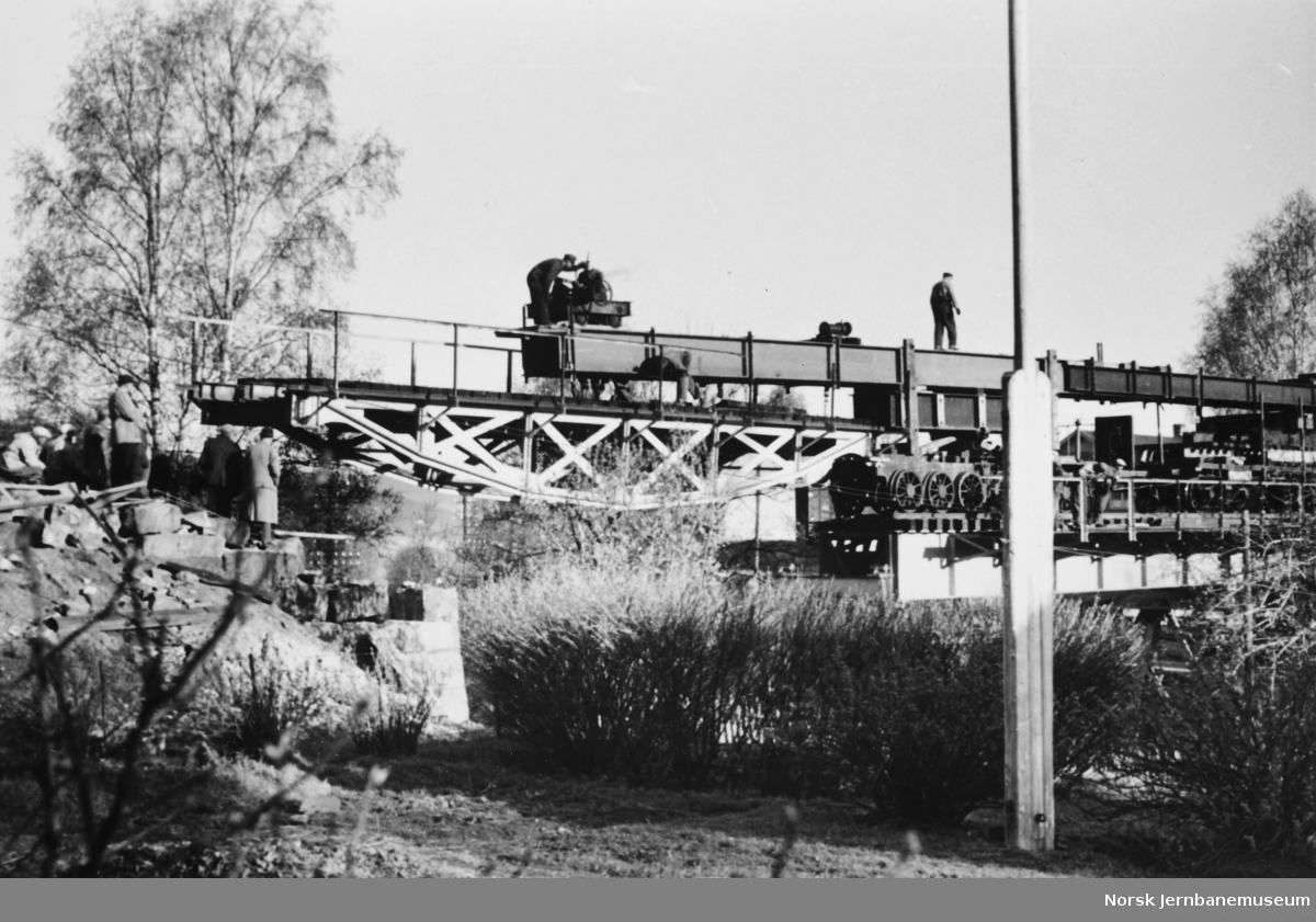 Viadukt over Bryggeveien, Lillehammer - innkjøring av gammelt spenn 1