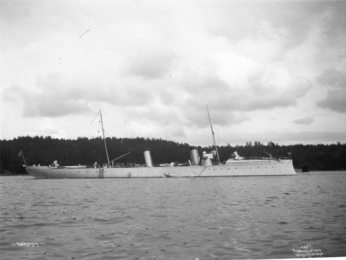Valkyrien (b. 1896, Scichau-Werke, Elbing), på havnen, bredside