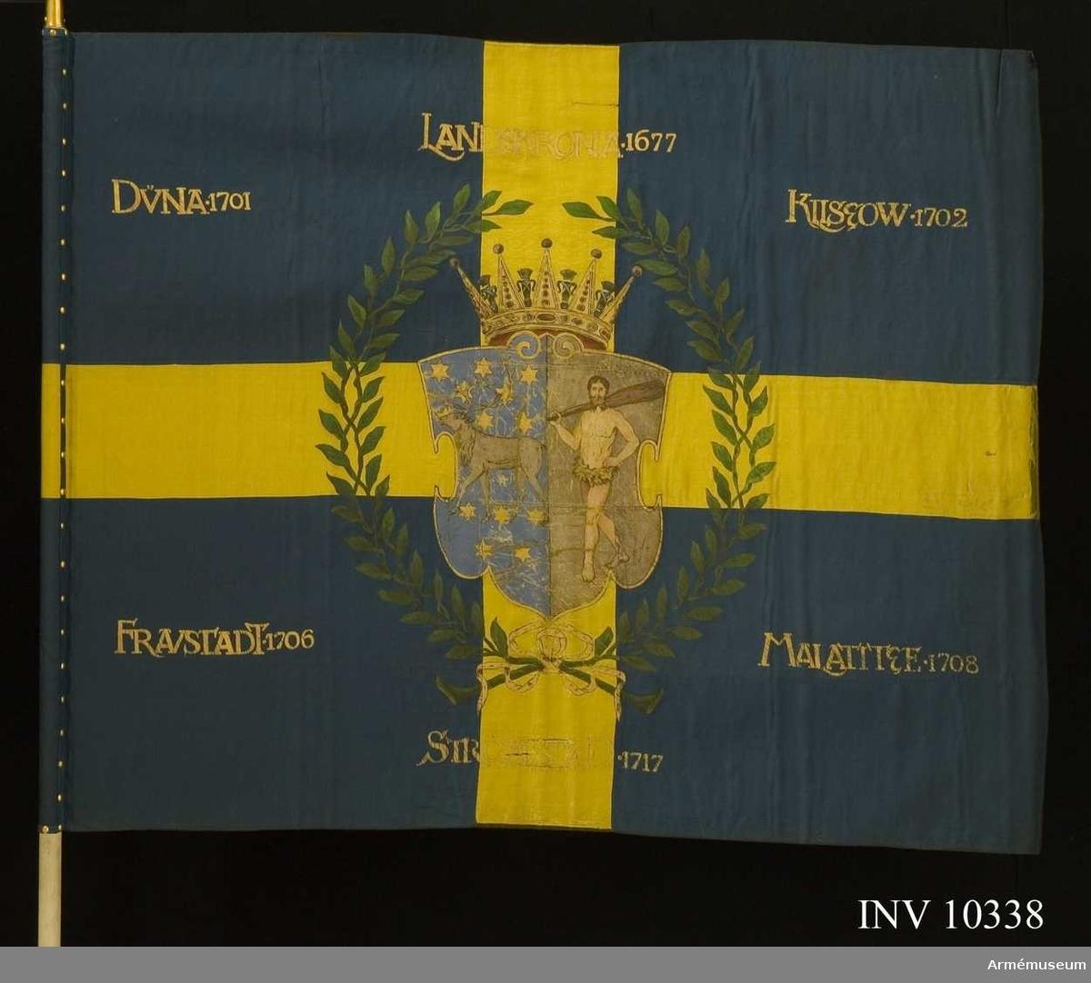Grupp B I.  Ej kravatt och spets vid fanan.Mörkblå sidenbotten med gult kors. Sköld med vildmannen i ena halvan, renen i den andra. Skölden omgiven av en lagerkrans. Segernamnen rakställda. Ingraverat på doppskon: Kongl.  Vesterbottens regemente.  Go 3596 TLB nr 79 1951.  Samhörande: Spets med Oscar II:s namnchiffer, kravatt, blått yllefodral.