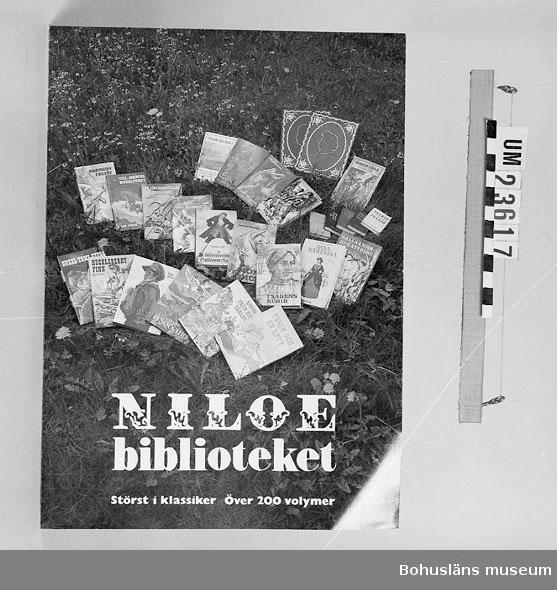 594 Landskap BOHUSLÄN 394 Landskap BOHUSLÄN  Niloé biblioteket. Störst i klassiker över 200 volymer. Beställningssedel på baksidan. Se förvärvsuppgifter under UM23603. Neg.nr. UM146:5.