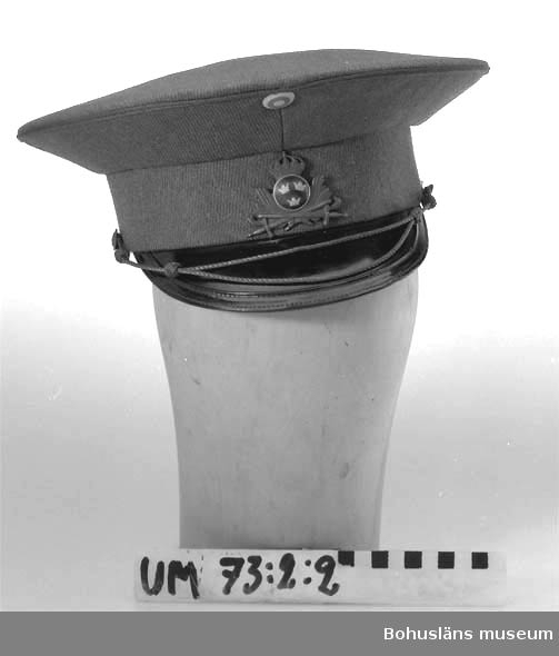 Ur punktnummerkatalogen 1958-1976: Kapten Anders Liljas sterbhus. Officersuniform m-39 m. tillbehör.