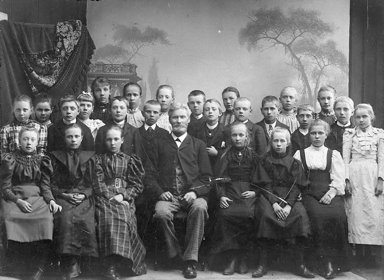 Skolfoto med folkskollärare Ekstrand, Uddevalla folkskola, 1895.