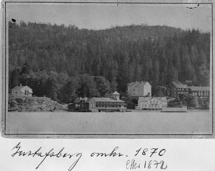 "Text på kortets framsida: ""Gustafsberg omkr. 1870 efter 1872"".    ::"